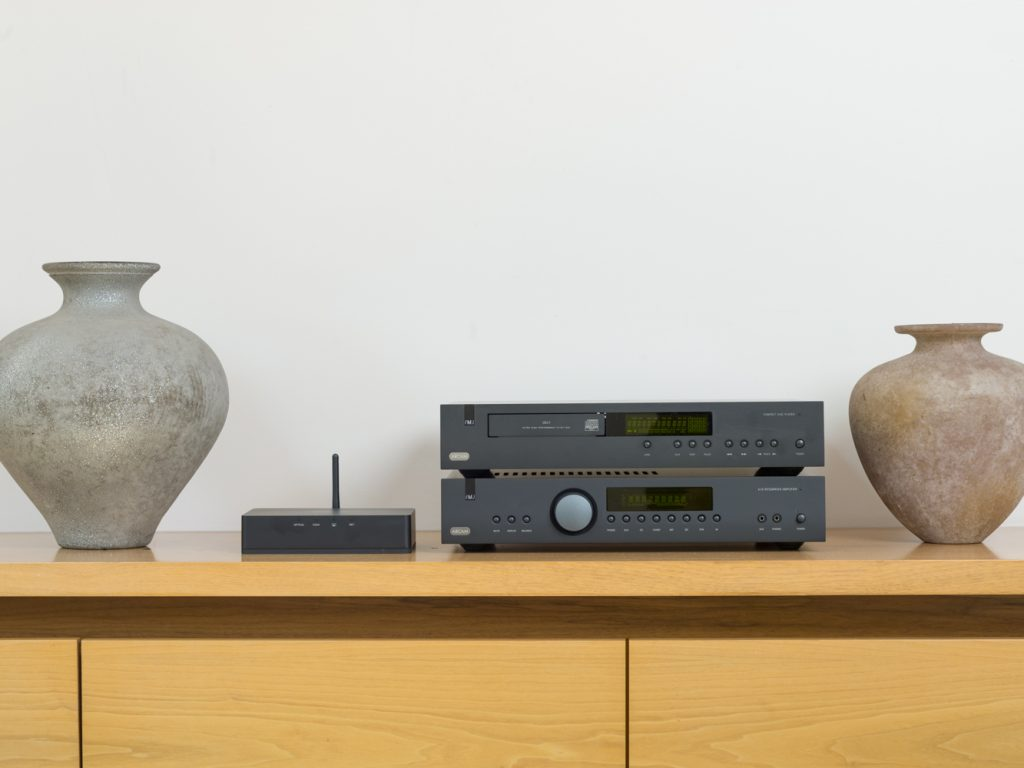 Arcam's latest FMJ and rSeries Hi-Fi. Featuring A19 amp CD17 CD Player, irDAC and airDAC.